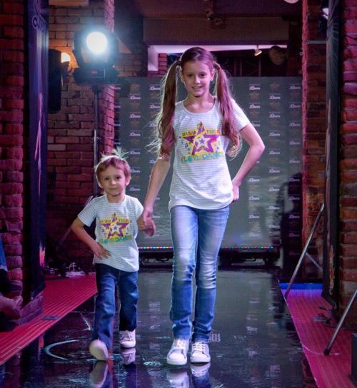 Танцуют видны трусики 3 фотография